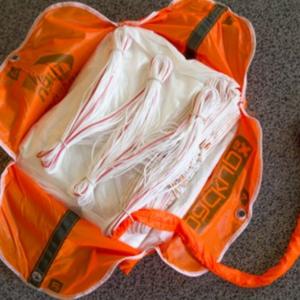 Gleitschirm-Rettungsgerät-packen
