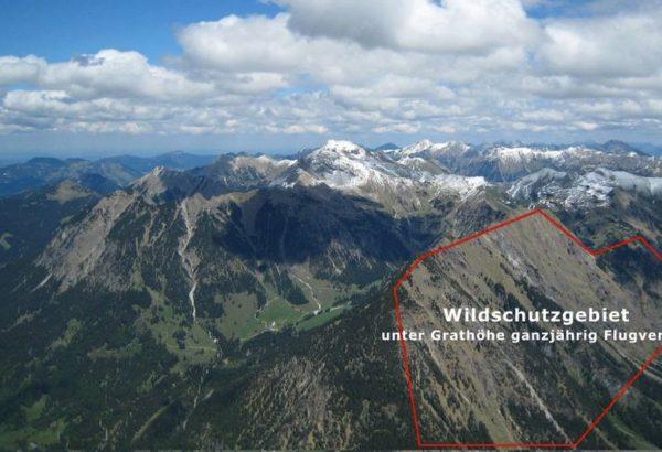 Das Bild zeigt den Schattenberg im Allgäu in Oberstdorf. Dort brüten Steinadler, weshalb die Südseite des Bergs zur Gleitschirm Flugverbotzone erklärt wurde.